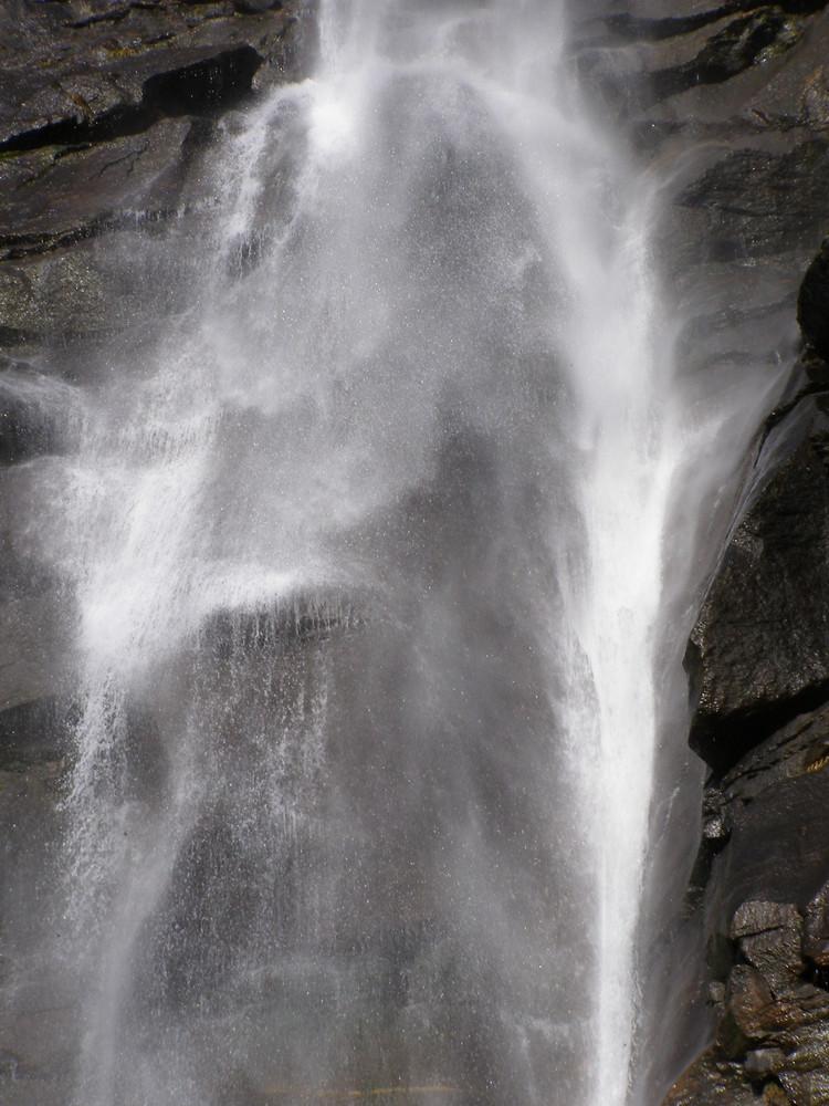Halloween am Wasserfall