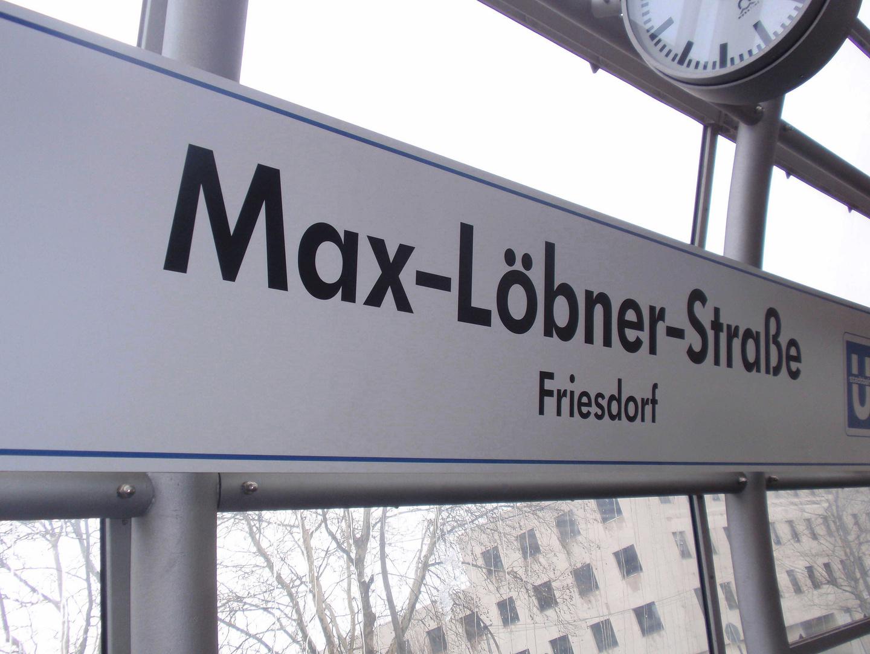 Haltestellenschild der Max-Löbner-Str. / Friesdorf