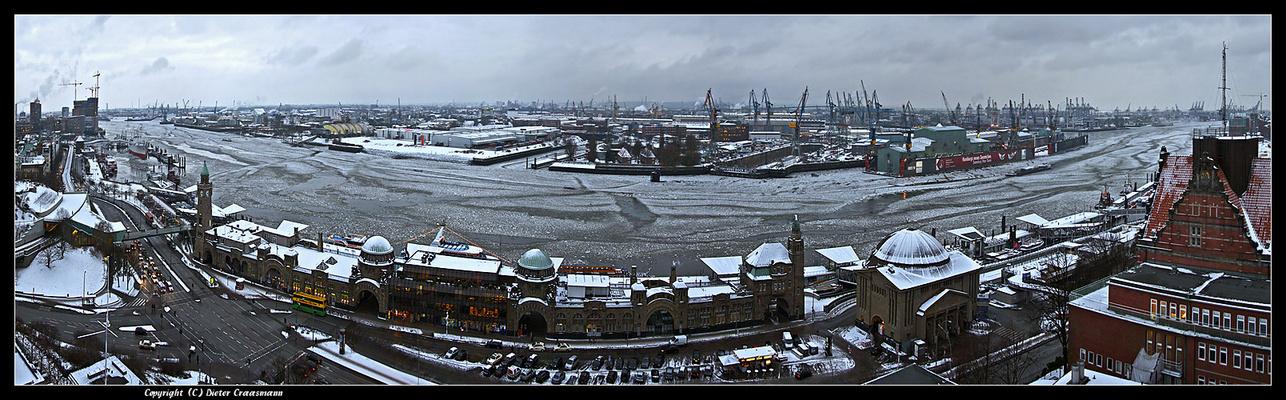 Hamburg, an der Biegung des Flusses ... - At the bend of the river