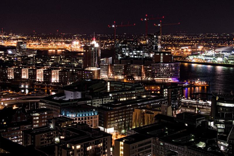 Hamburg bei Nacht - Blick auf Speicherstadt und Hafencity