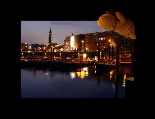 Hamburg bei Nacht.. Reload...ohne Brückenbogen ;-)
