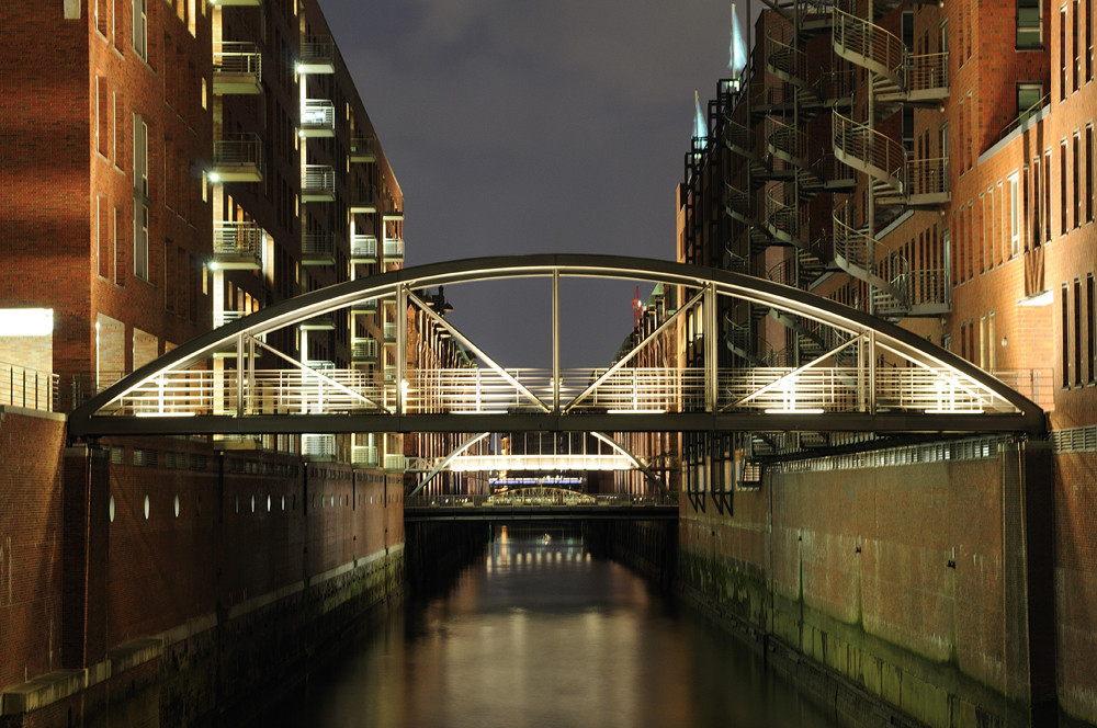 Hamburg bei Nacht - Speicherstadt 1
