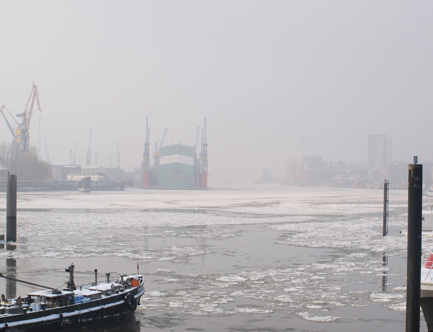 Hamburg bei Nebel und Eis