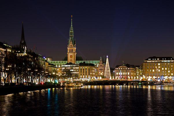 Hamburg - Binnenalster und Rathausturm