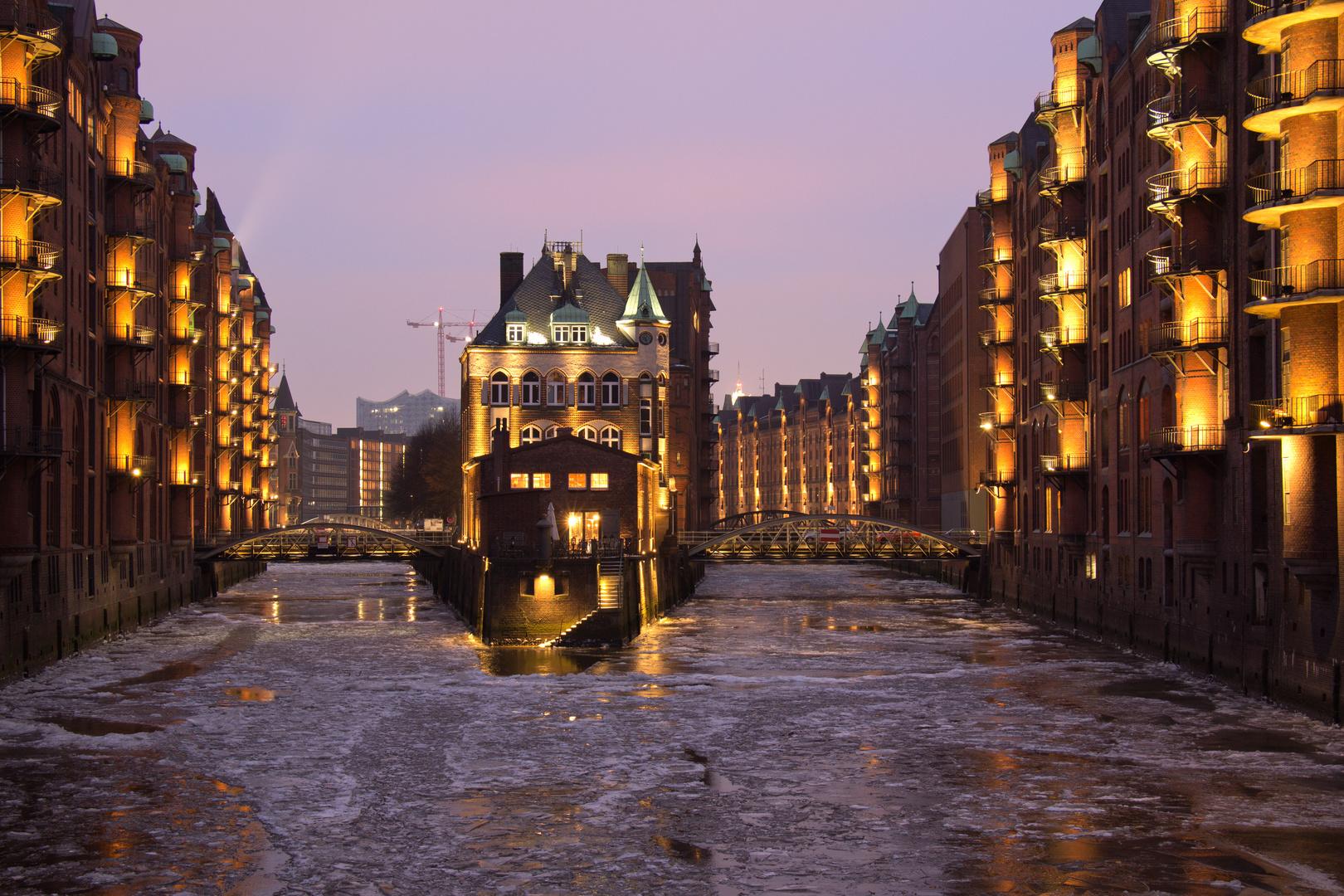 Hamburg - Blick von der Poggenmühlenbrücke II