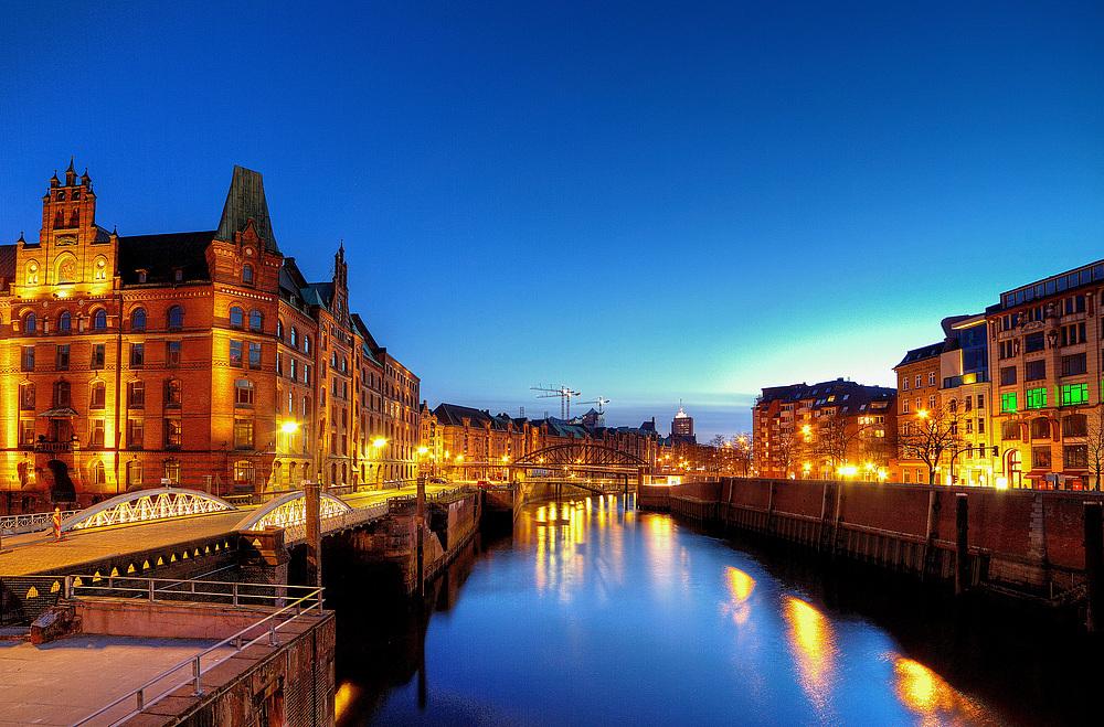 Hamburg Impressionen - Blaue Stunde in der Speicherstadt