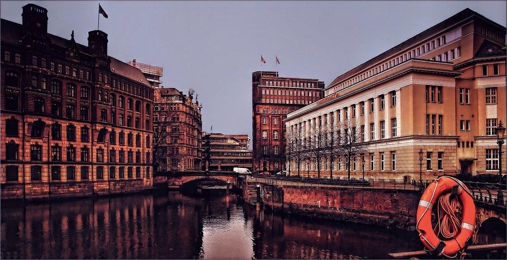 Hamburg Impressionen - die Commerzbank an der Trostbrücke