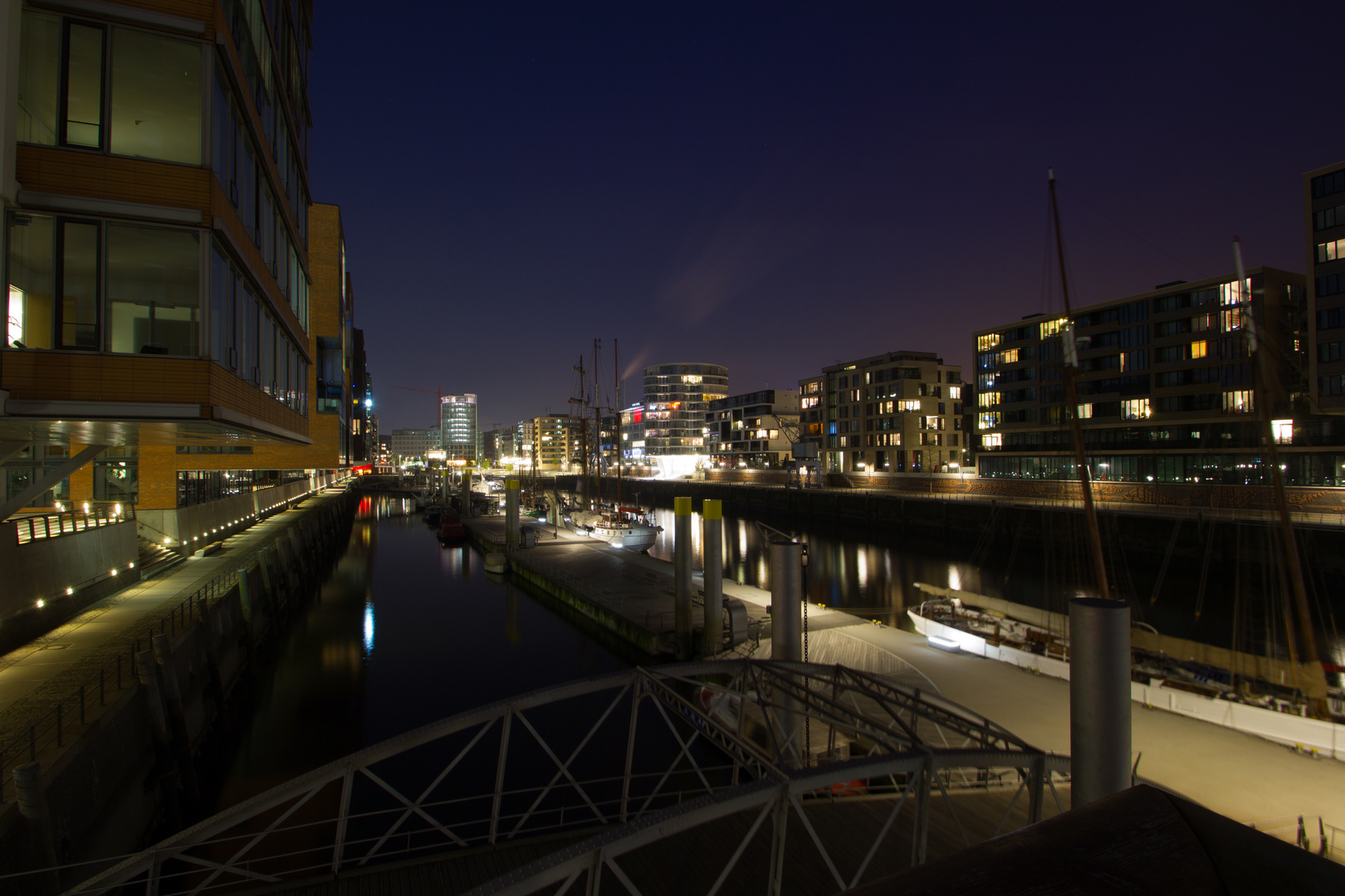 Hamburg Impressionen - Speicherstadt bei Nacht (1)
