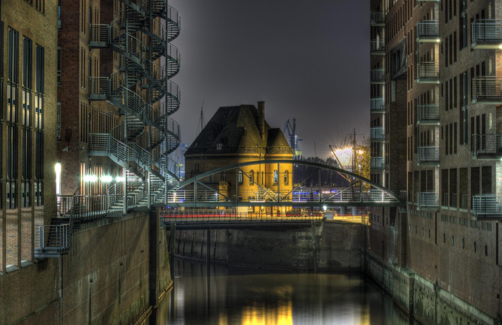 Hamburg Impressionen - Speicherstadt bei Nacht (4)