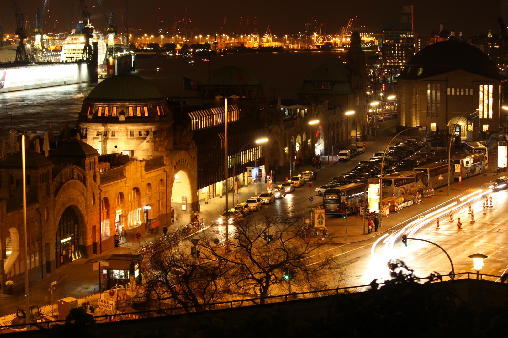 Hamburg - Landungsbrücken bei Nacht