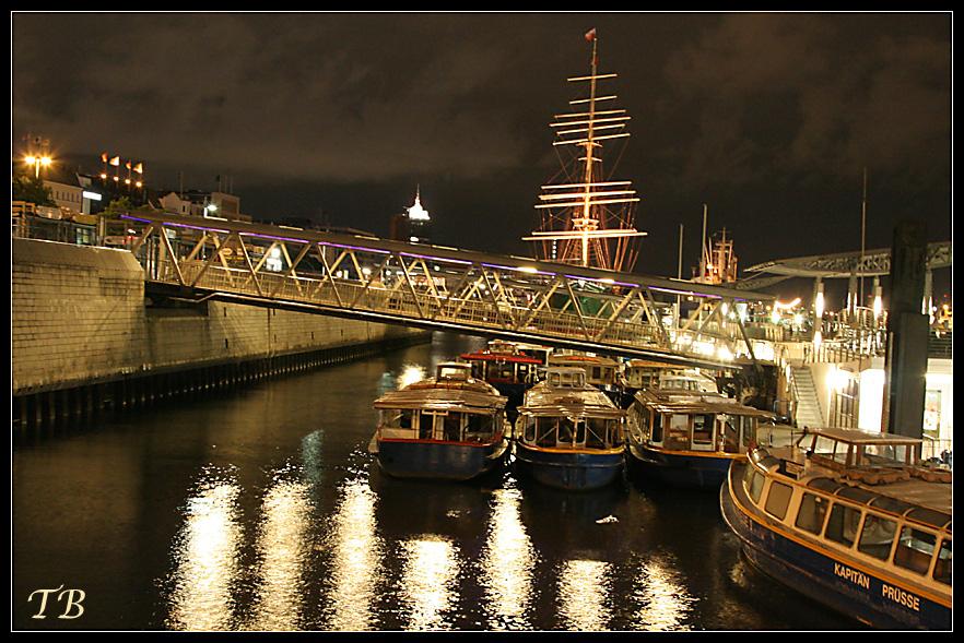 Hamburg -- Landungsbrücken
