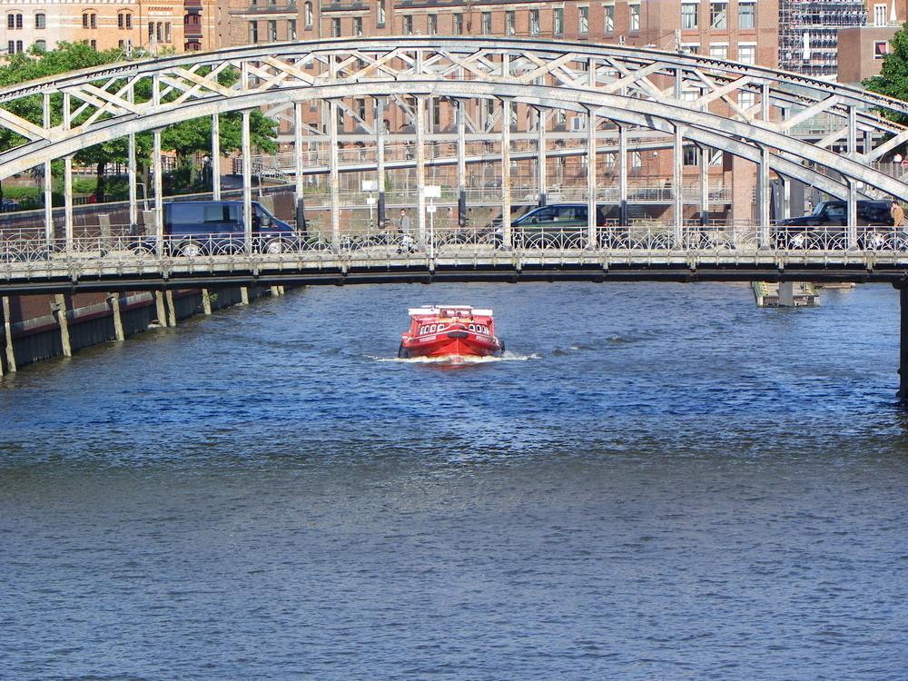 Hamburg schwimmt, fährt, lebt....