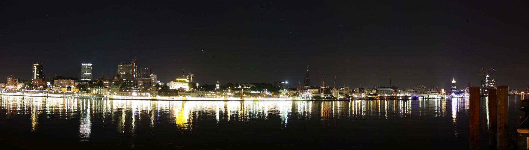 hamburg skyline at night