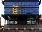Hamburg  -  Spiegelung in der HafenCity