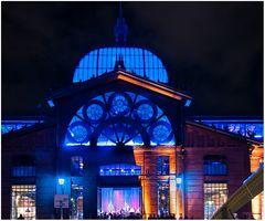 Hamburg strahlt blau