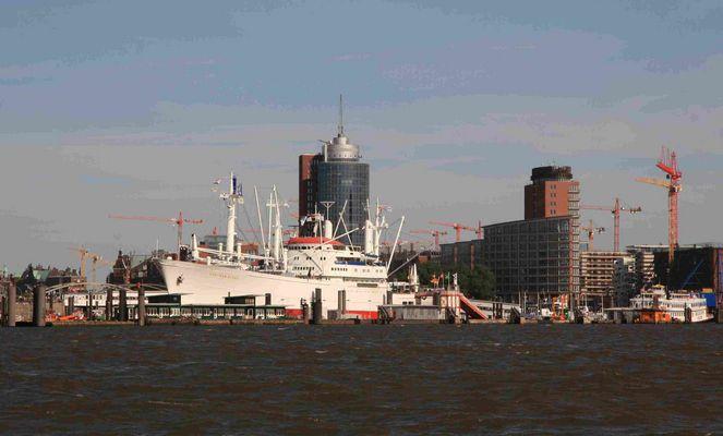 Hamburg Überseebrücke mit CAP SAN DIEGO