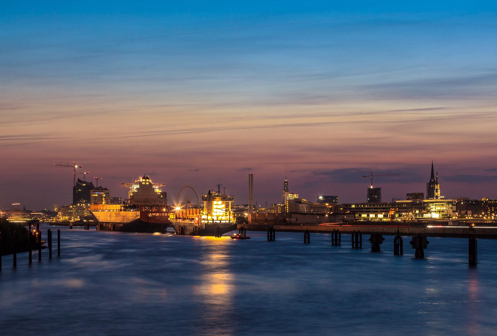Hamburg von den Elbbrücken gesehen