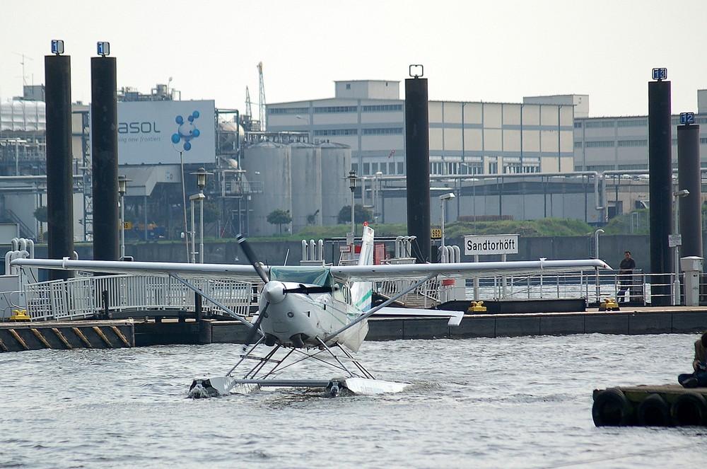 Hamburg, zu Wasser und in der Luft