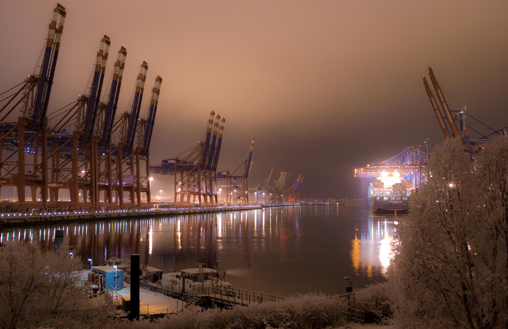 Hamburger Hafen im Winterschlaf