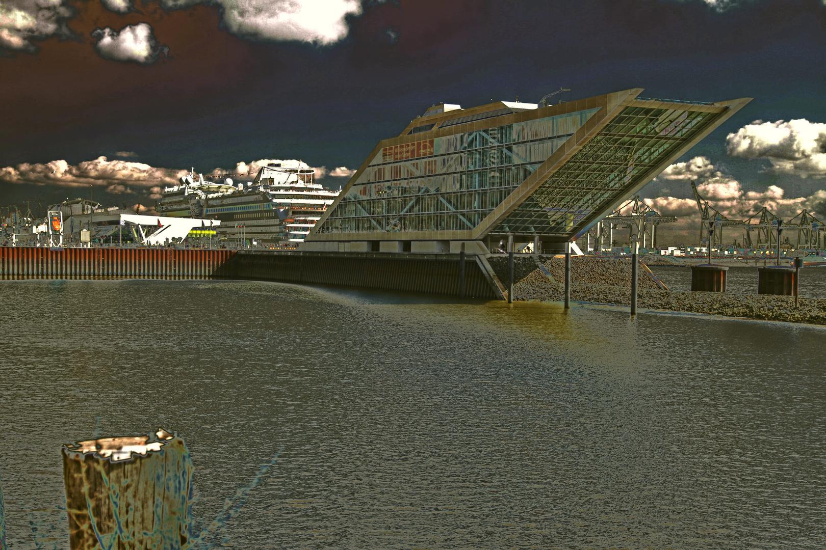 Hamburger Hafen in anderen Licht
