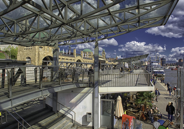 - Hamburger Hafen -- Landungsbrücken -