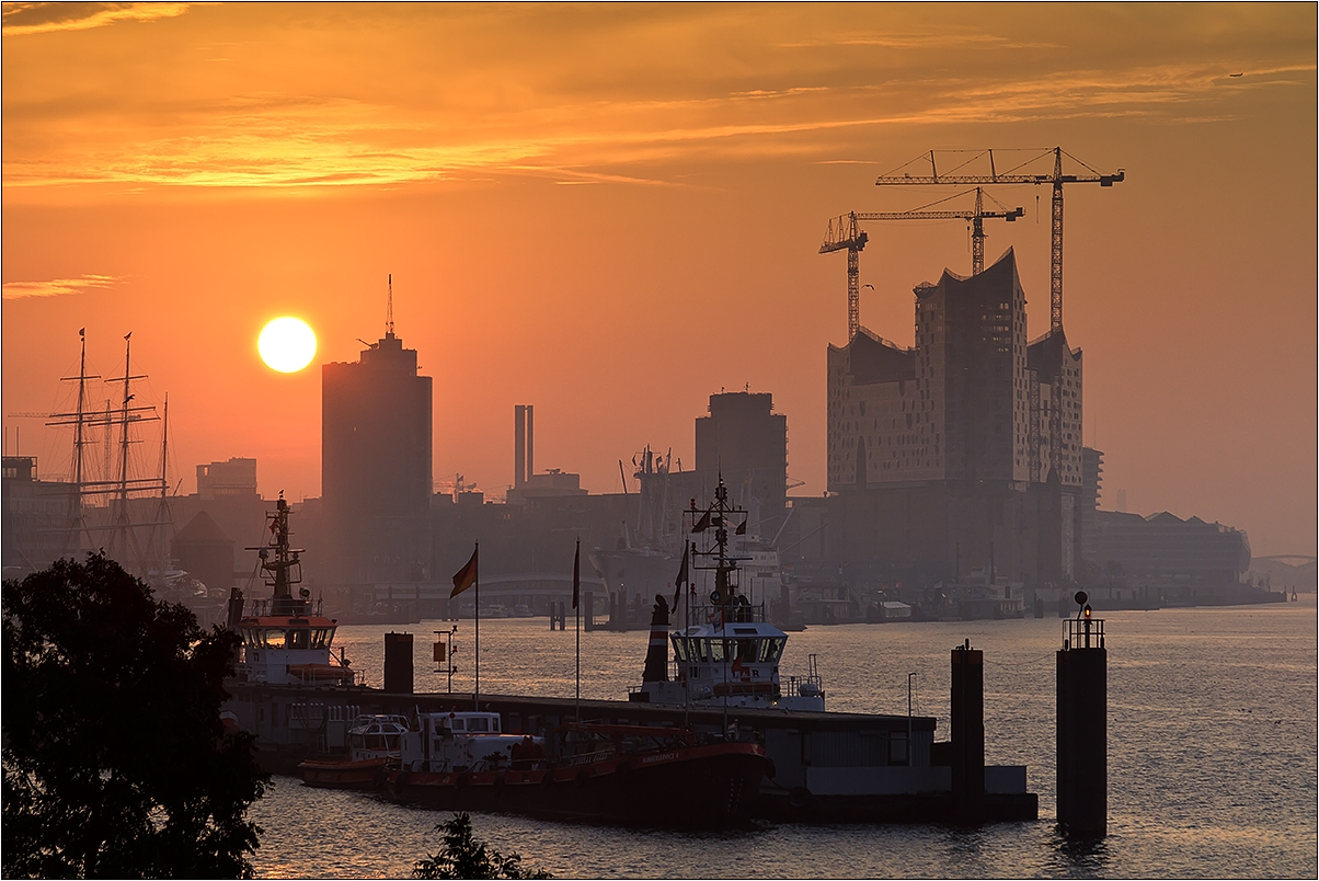 hamburger hafen sonnenaufgang foto bild deutschland. Black Bedroom Furniture Sets. Home Design Ideas