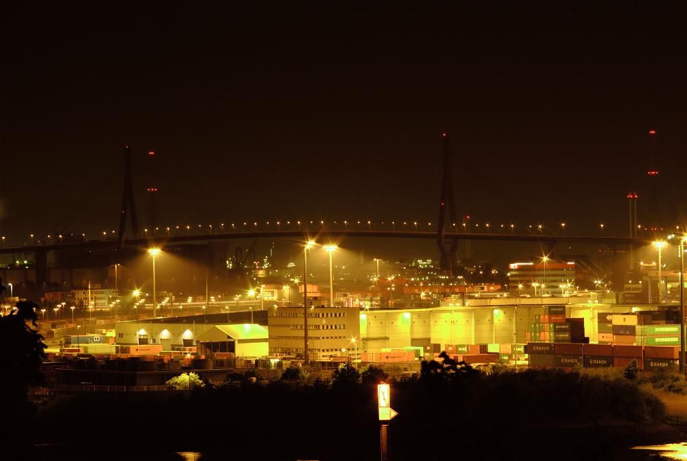 Hamburger Hafen um Mitternacht...