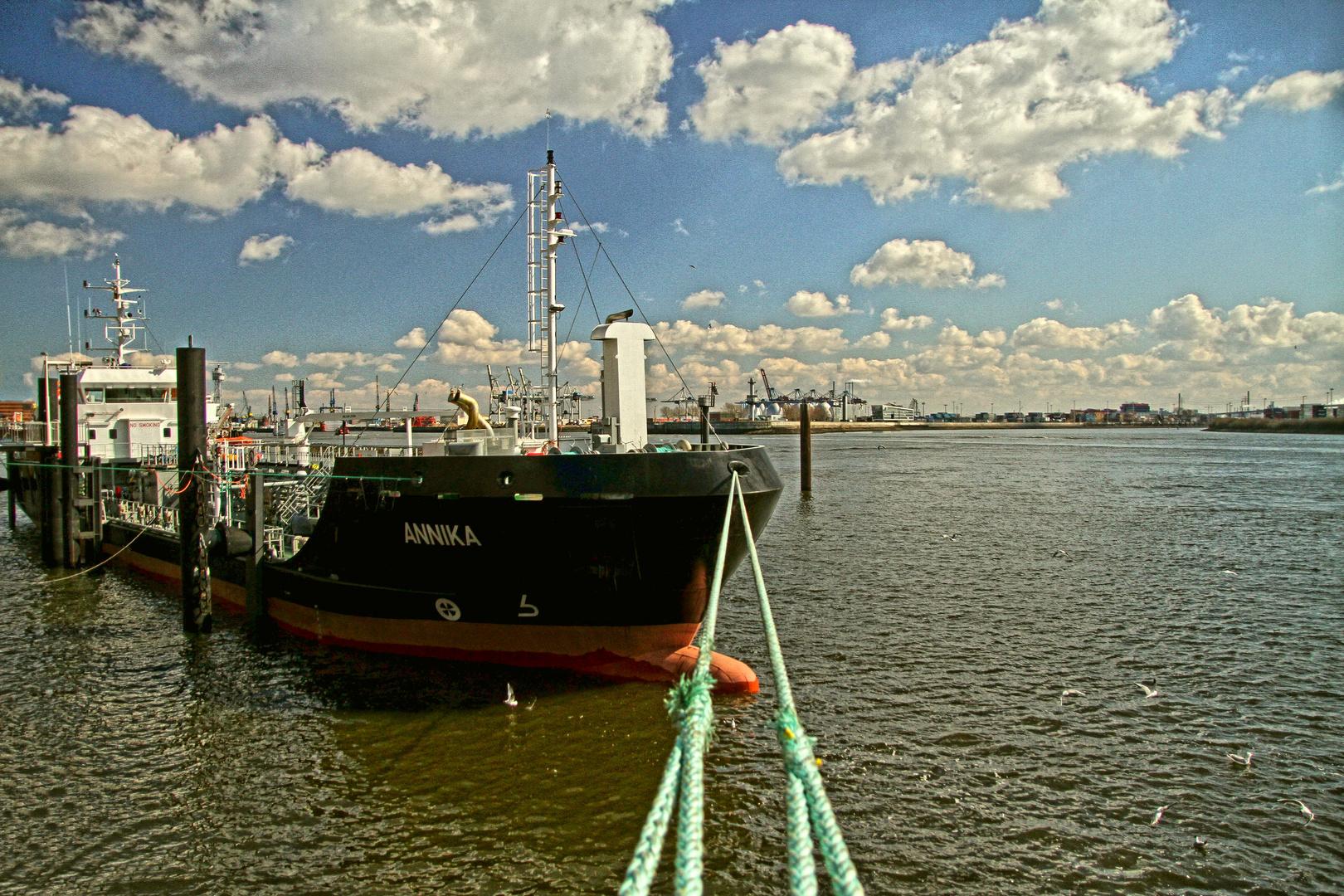 Hamburger Hafen und Sonne ;-)