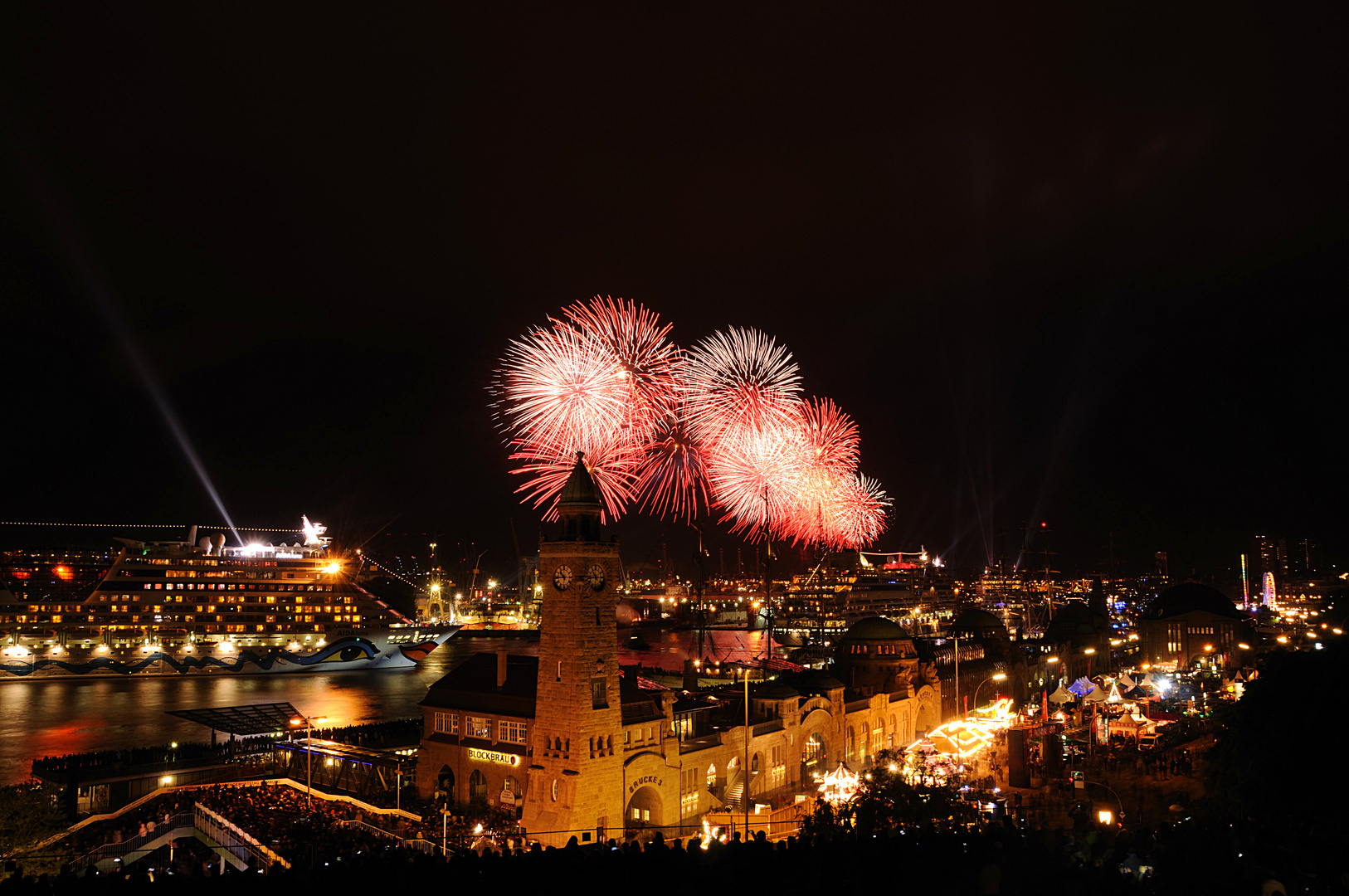 Hamburger Hafenfest Feuerwerk mal rot