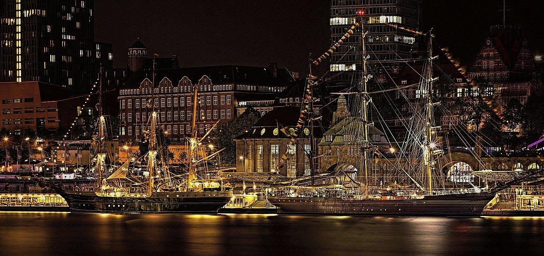 Hamburger Hafengeburtstag - Segelschiffe am Alten Elbtunnel