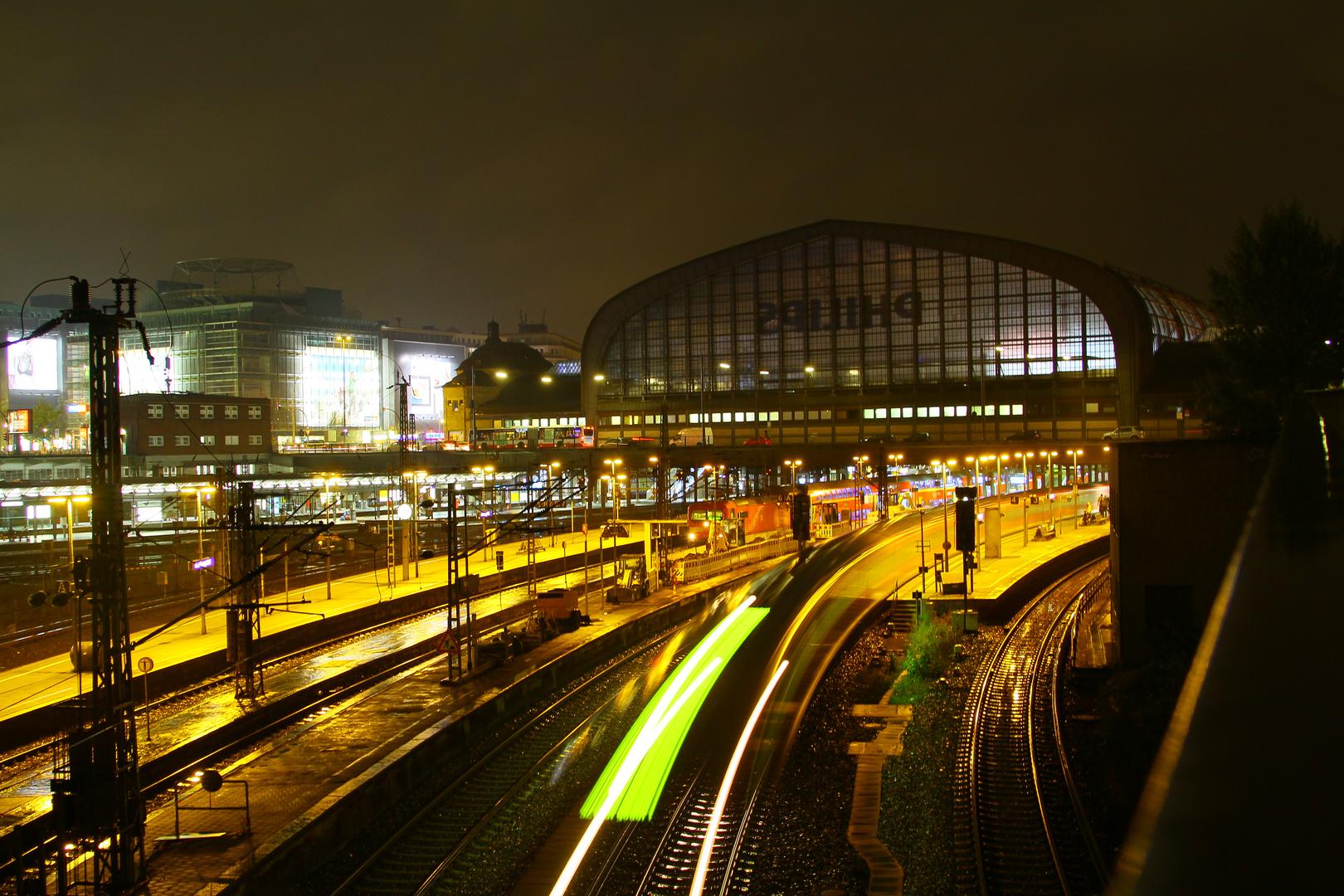 Hamburger Hauptbahnhof bei Nacht