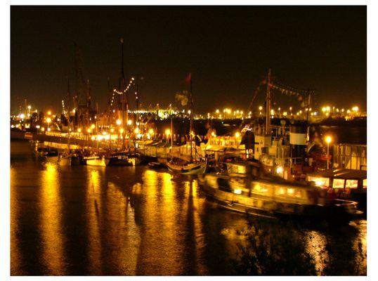 Hamburger Museumshafen bei Nacht