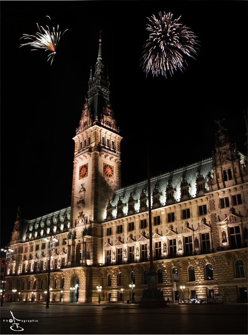 Hamburger Rathaus bei Silvester