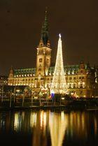 Hamburger Rathaus im Advent