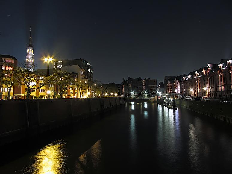 Hamburger Speicherstadt bei Nacht