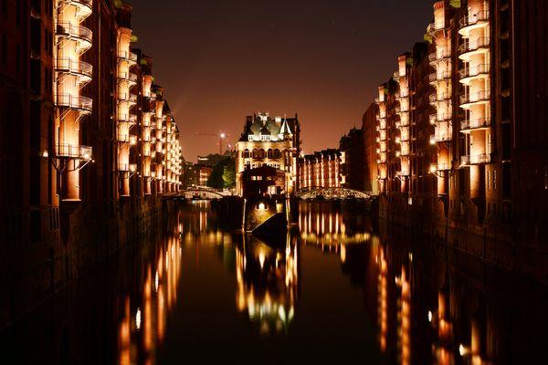 Hamburgs Brücken bei Nacht.... Kalender
