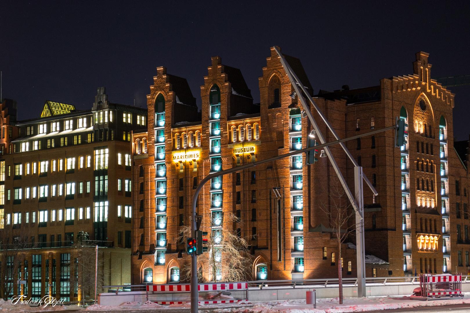 Hamburgs maritimes Museum bei Nacht