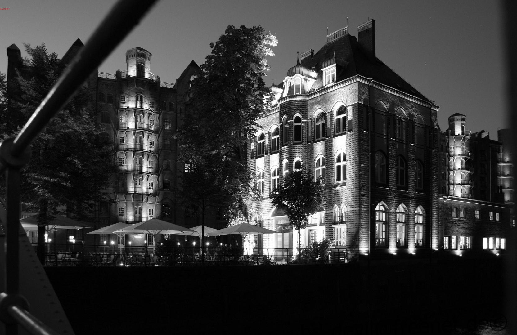 Hamburg´s Wasserschloss bei Nacht 2