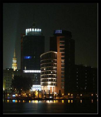 Hamseatic Trade Center bei Nacht