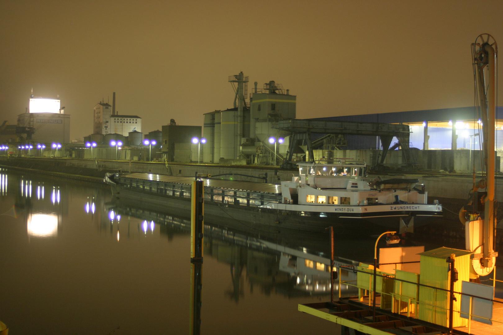 Hanau Hafen bei Nacht