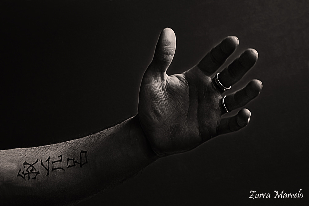 hand-tatoo