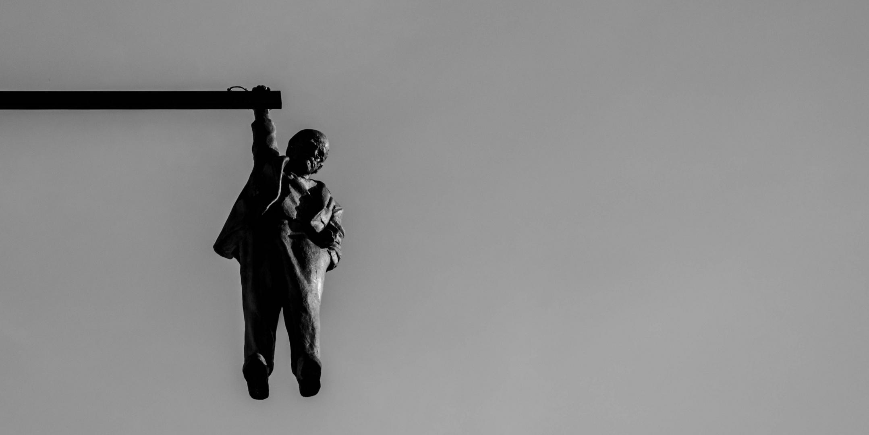 Hanging Lenin