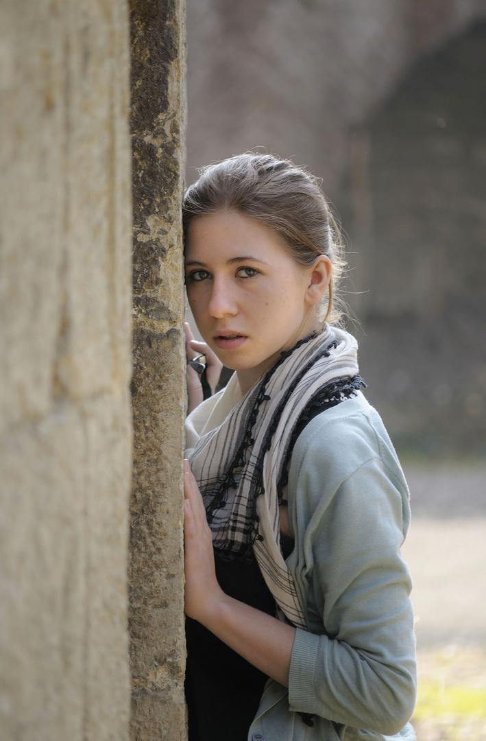 Hanna an der Mauer