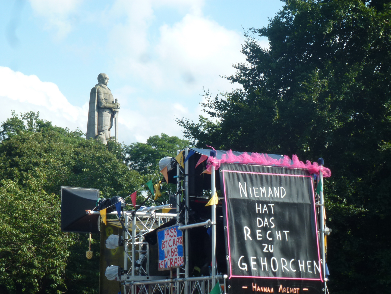 Hannah Arendtzitat  gegenüber vom Bismarkpark