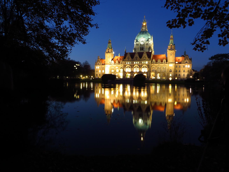 Hannover, neues Rathaus in der blauen Stunde...