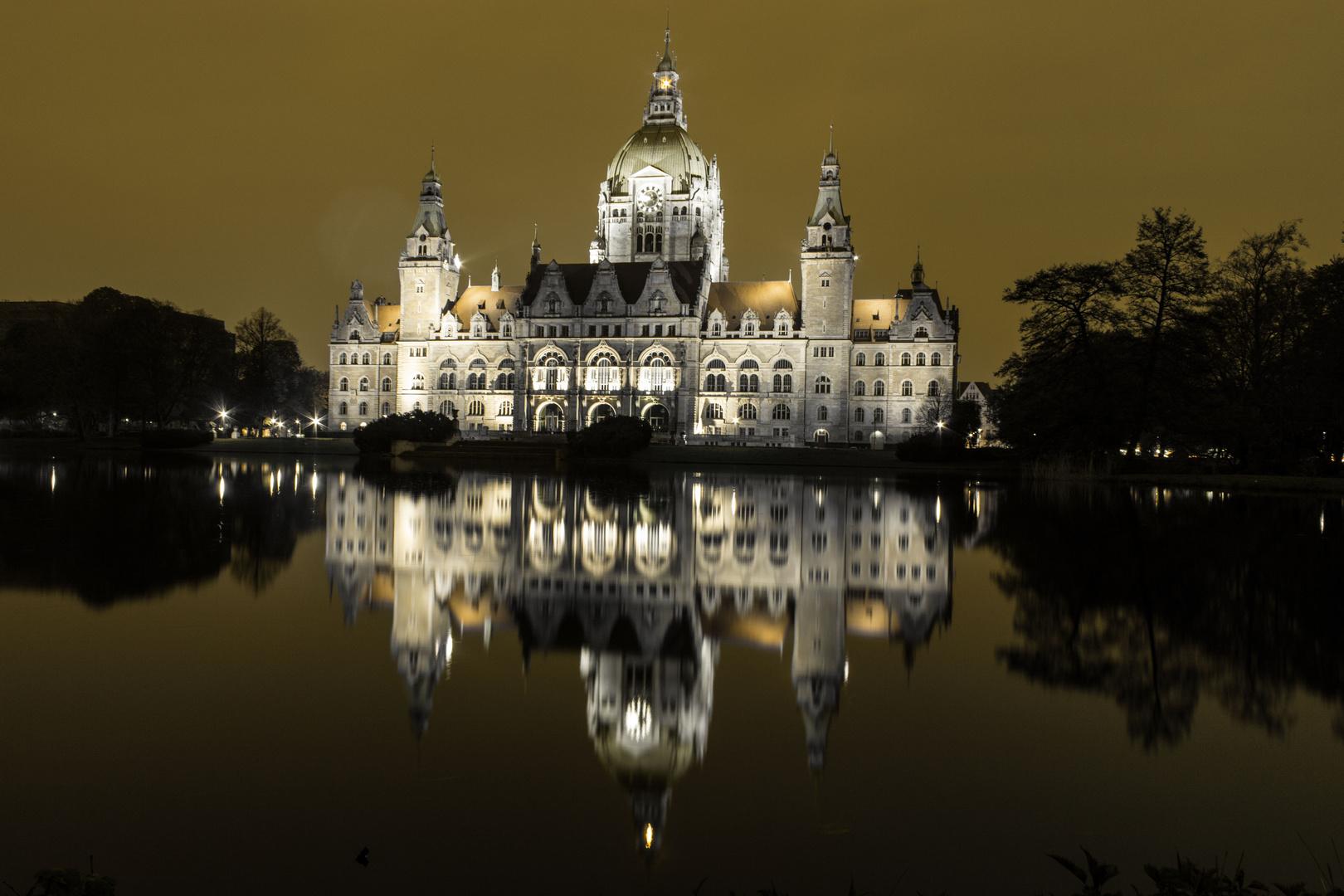Hannovers Rathaus im goldenen Glanz