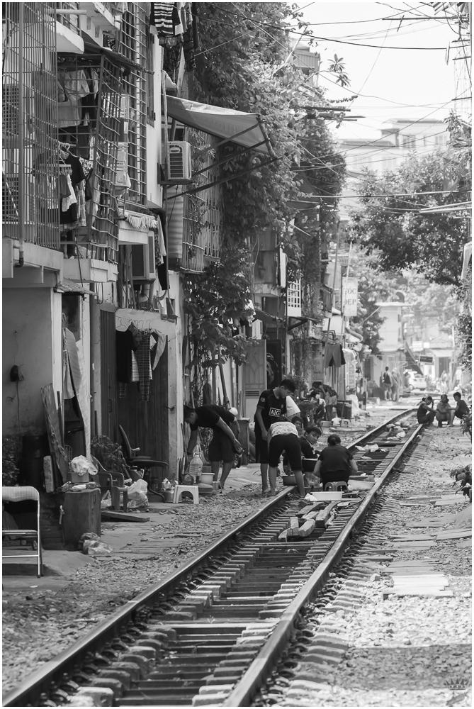 Hanoi Street Life - Lebensraum Schiene