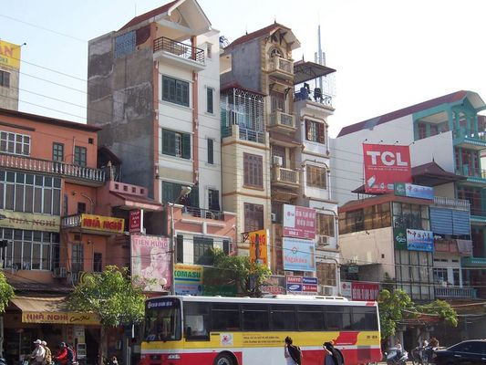 Hanoi - typische Hausfront