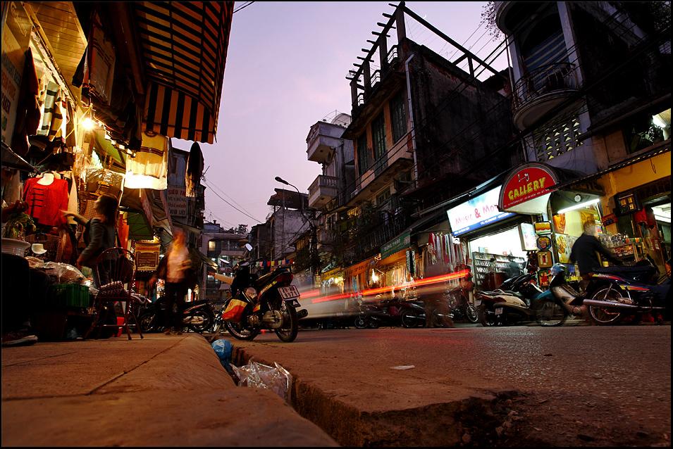 ...Hanoi...auf Knien