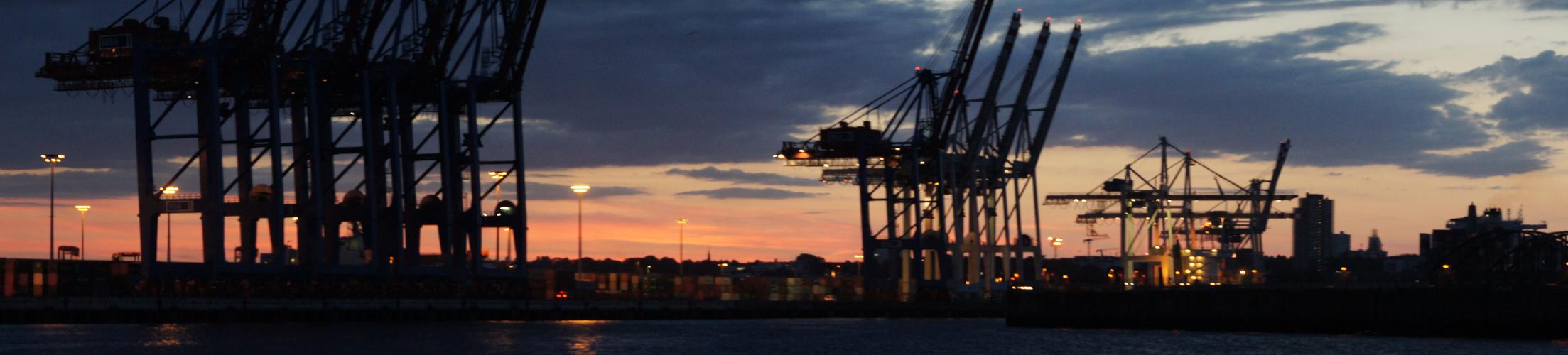 Hansestadt Hamburg, Hafen-City, Hafenrundfahrt bei Nacht,